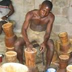 Trommelbauer in Afrika